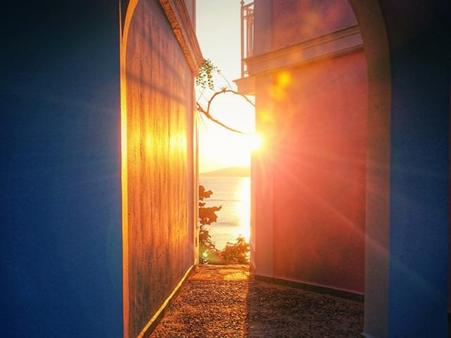 Shine a light: Sonnenuntergang auf Andros. Foto: Jan Graber, 2018.