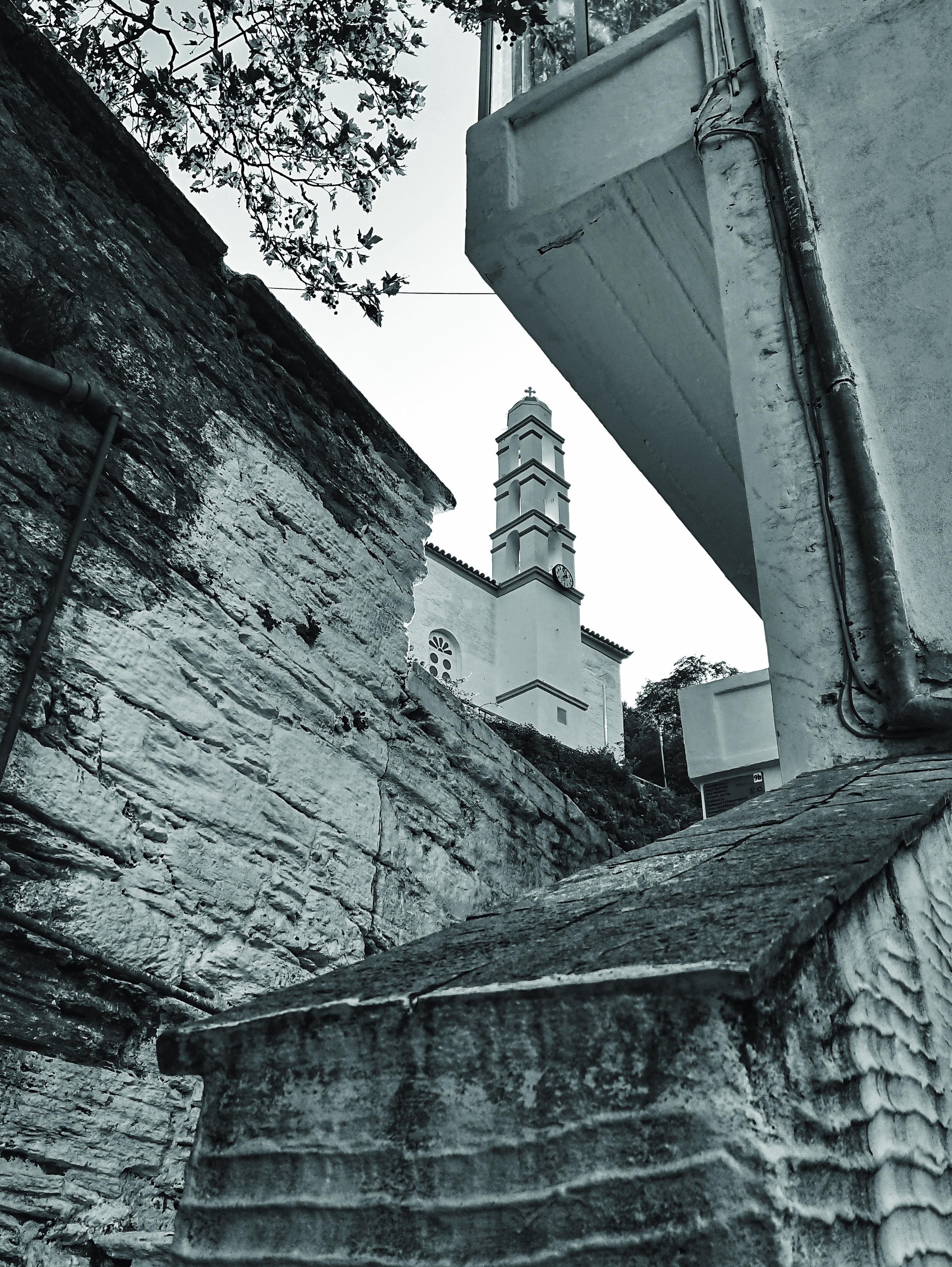Dominant: Kirche in Menites, Andros. Foto: Jan Graber, 2018.