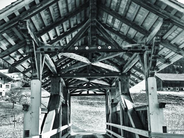 Holzbrücke bei Zweisimmen. Foto: Jan Graber, 2018.