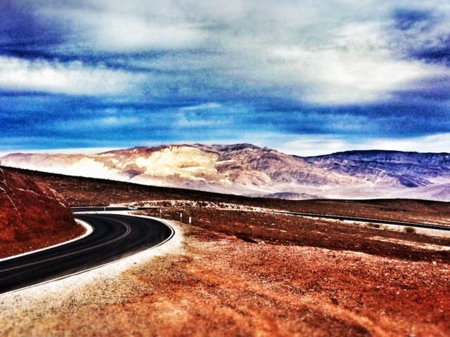 Strasse durchs Death Valley. Foto: Jan Graber, 2014.