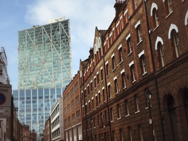 """""""The higher the building, the lower the morals"""" - Noel Coward. London. Foto: Jan Graber, 2015."""