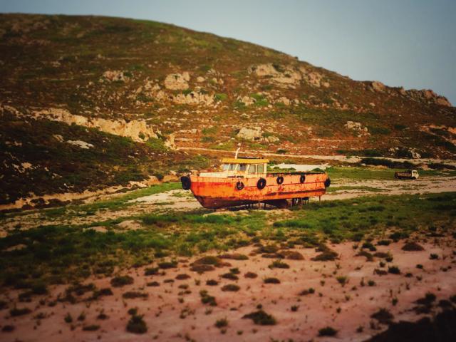 Schiffwrack auf Patmos, Griechenland. Foto: Jan Graber, 2015.