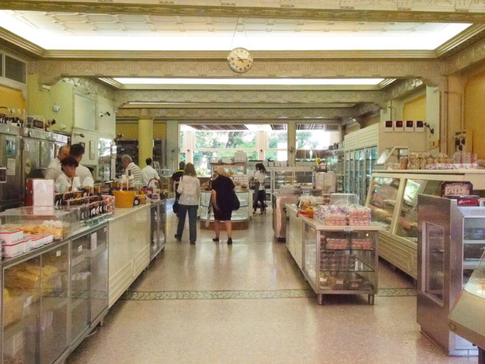 Die 1892 gegründete Bäckerei Varsos in Kifissia, Athen. Foto: jag, 2017.