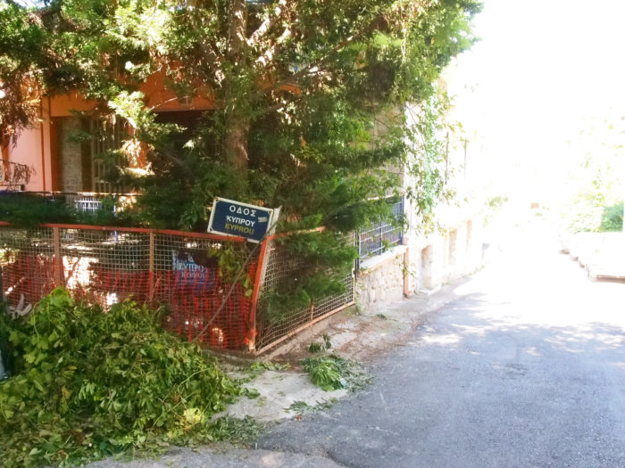 Strassenecke in Kifissa, Athen. Foto: jag, 2017.