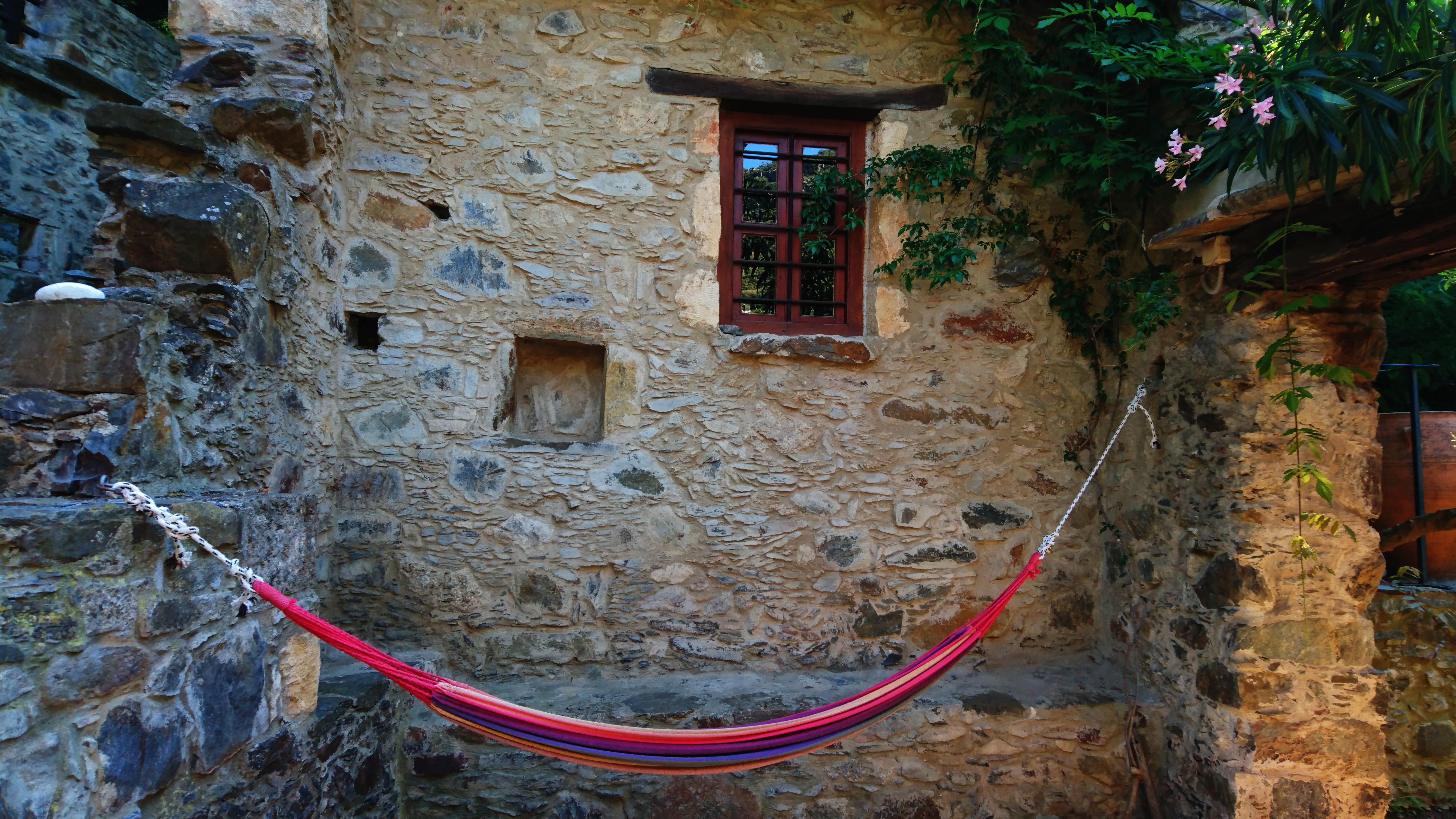 Das Milia Mountain Resort wurde mit Materialien der Umgebung und traditionellen Handwerk wieder errichtet. Foto: jag, 2017