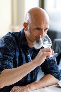 Freddy Scherer wurde von seinem Vater in die Geheimnisse des Weins eingeweiht. (Foto: Claudia Link)