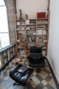 Die Lounge auf der Galerie lädt ebenso zum Entspannen wie zum Arbeiten ein. Foto: jag, 2017.