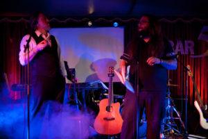 Martin und ich bei einem «Todgesagt»-Auftritt in der Bar 59, Luzern, 2009. Foto: Michel Gilgen.