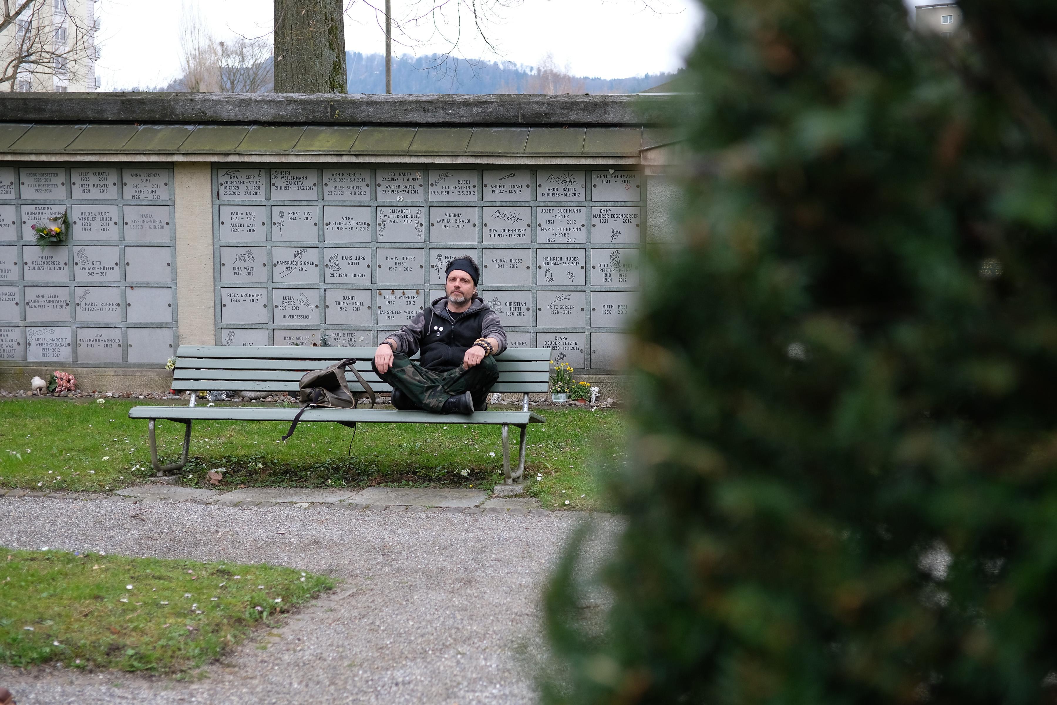 Franco Sesa auf dem Sihlfeld-Friedhof. Foto: Jan Graber, 2018.