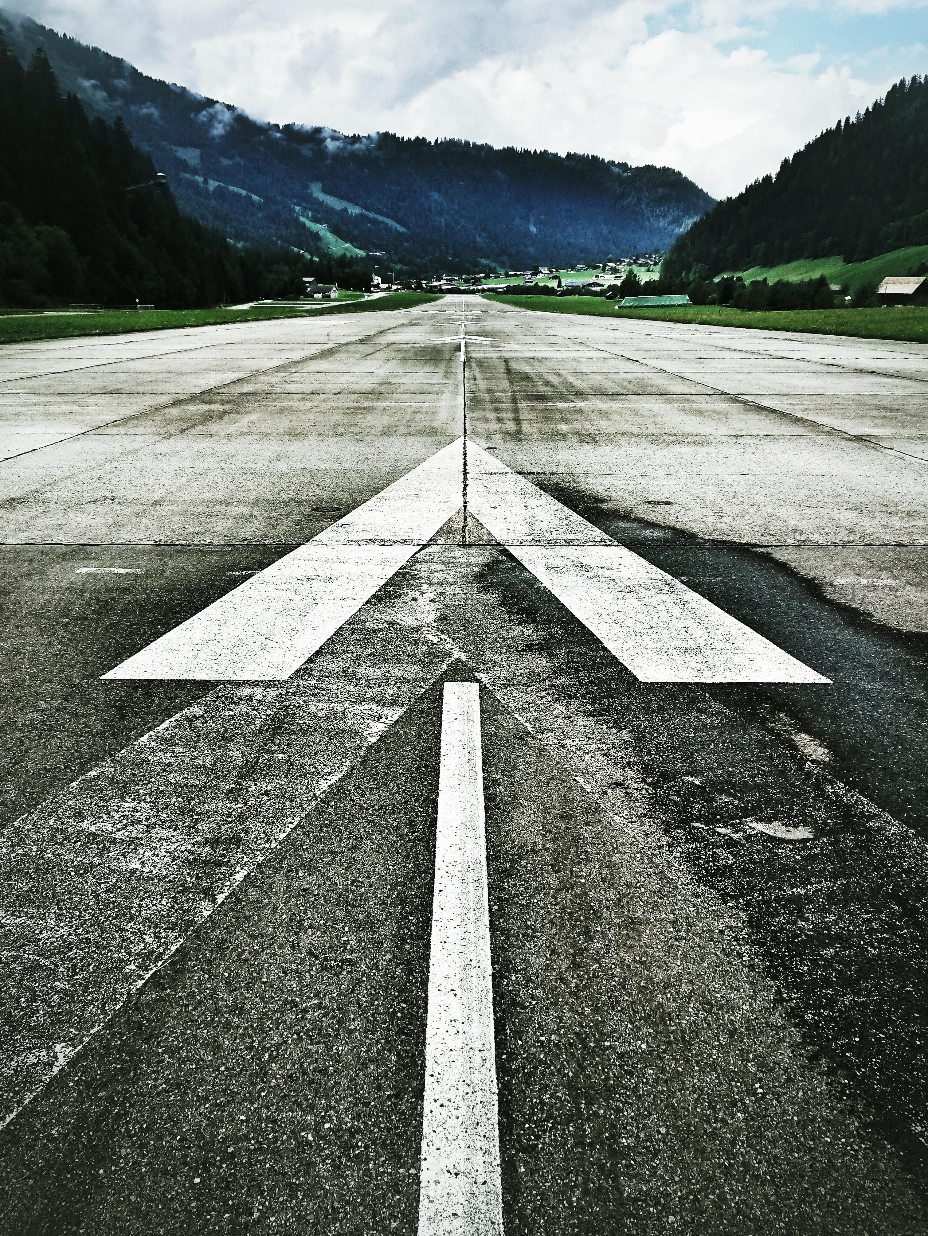 Walk This Way: Flugfeld bei Matten, Bern. Foto: Jan Graber, 2018.