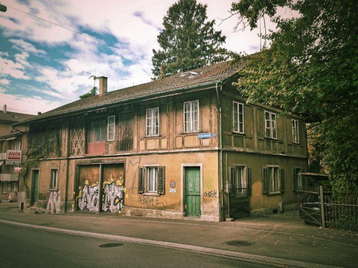 Haus aus einer anderen Zeit, Klosbachstrasse Zürich. Foto: Jan Graber, 2018.