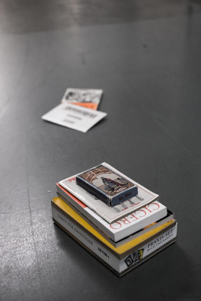 Objekte für die mögliche Installation. Foto: Jan Graber.