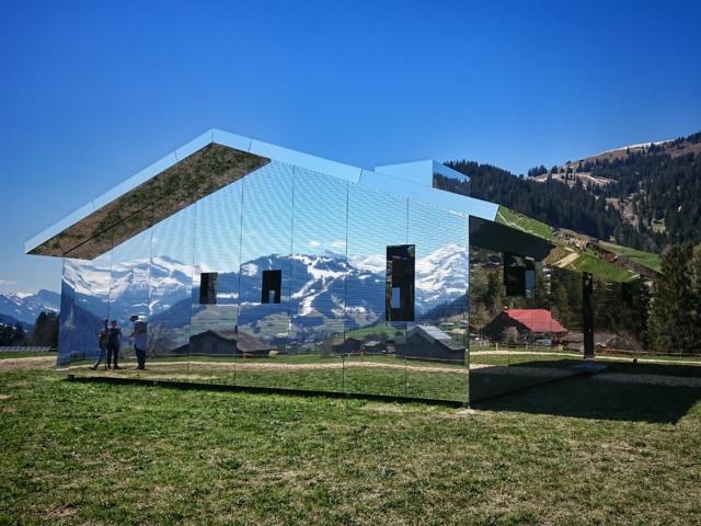 Spiegelkabinett. «Mirage» von Doug Aitken. Foto: jag, 2019.